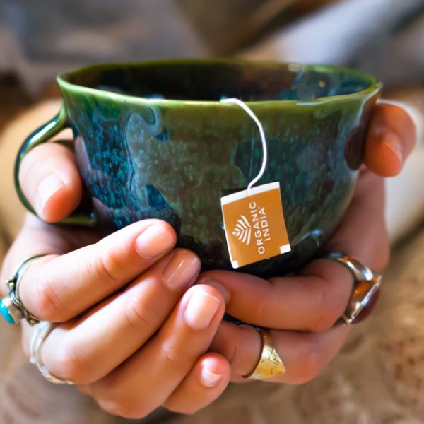 Ceremonia ceaiului pentru conectarea la simturi