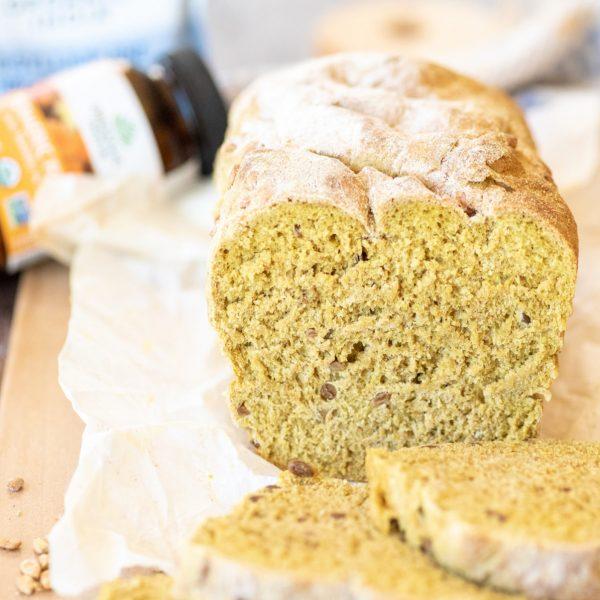 Pâine cu turmeric, făină spelta și semințe de floarea-soarelui
